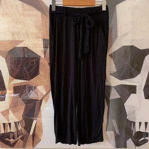 Tahari tie waist flowy cropped pants capris black